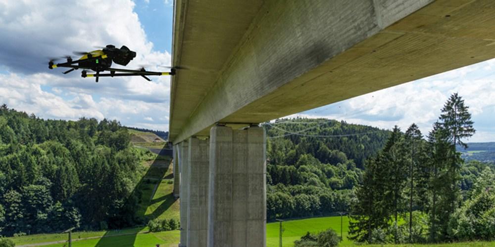 Drohne beim Check von Brücken.